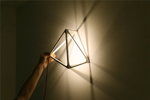 hcwd 设计工作室,日前,两人推出了一款砖灯,设计灵感来源于人类最原始